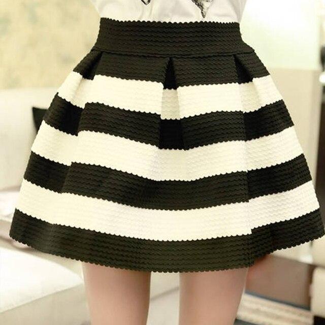 54399a73dc4 Été Jupes Femmes Nouveau Design De Mode Noir Blanc Rayé Zipper Taille Haute  Short Mini Jupe