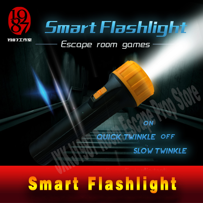 Salle évasion puzzle lampe de poche intelligente créer une atmosphère terrifiante par télécommande effroi Hauted maison prop électronique jxkj1987