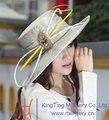 Envío de La Manera Nuevas Mujeres Sombrero Sombreros Formales Vestido de Satén Sombrero Amarillo Pluma Blanca Bar Broche Señoras 100% Poliéster Hecho