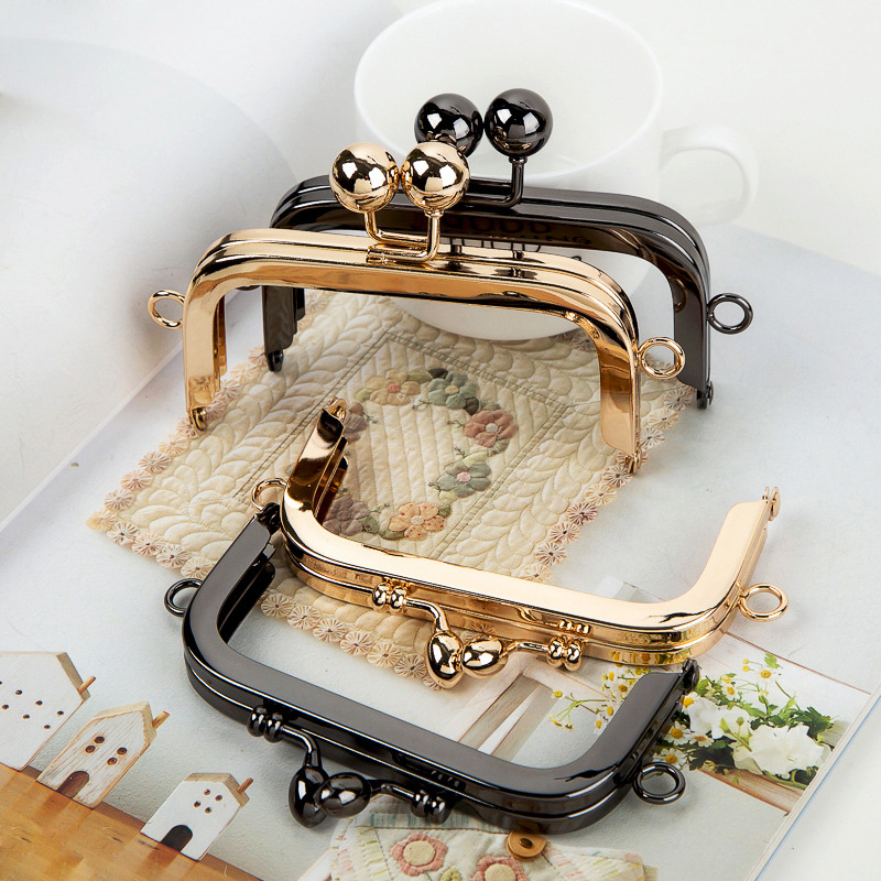 где купить BDTHOOO 2pcs 10.5cm Kiss Clasp Lock Metal Purse Frame Handle for Card Holder Clutch Bag Handbag Manual DIY Hardware Accessories дешево