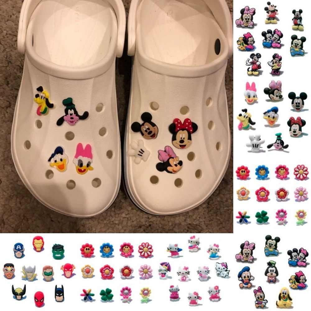 10 PCS Olá Kitty/Plants VS Zombies/Batman/Princesa PVC Encantos da Sapata, sapatos Acessórios Fit Pulseiras Bandas Croc JIBZ como Presente