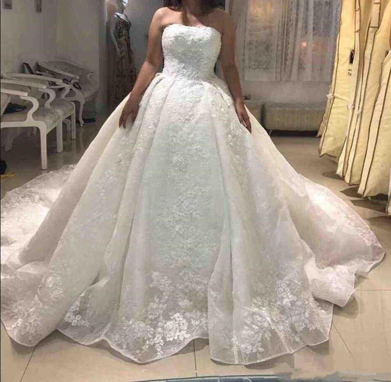 2019 Luxury Wedding Dress Customized Ball Gowns For Formal Arabic Dubai Wedding Open Back with Lace Up Pleats Vestidos de Novia