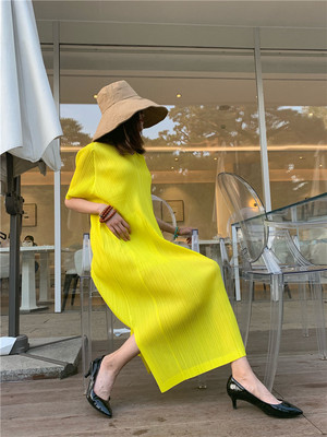 FREE SHIPPING Fashion Miyake fold solid  dress half sleeve v-neck pockets pencil dress  IN STOCK