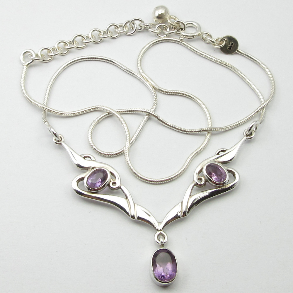 SOLID SILVER Purple Amethysts Collectible Necklace 18.5