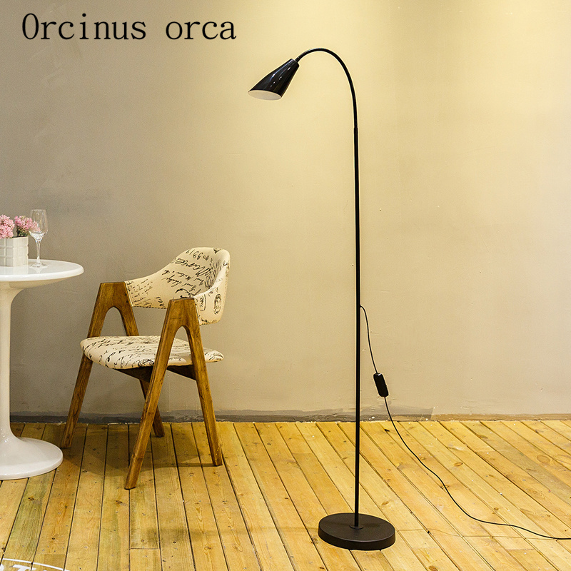 Lampadaire LED vertical salon chambre, moderneLampadaire LED vertical salon chambre, moderne