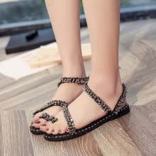 1805ac0c209f20 European station new sandals shoes outdoor flat non-slip diamond bead set  feet rivets beach