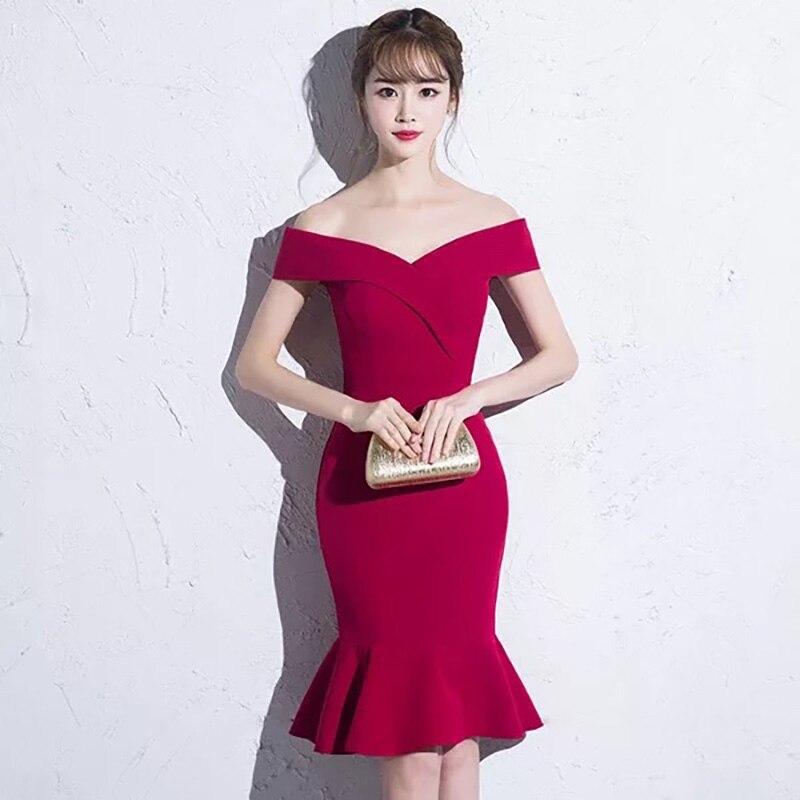 D022 robe courte moulante sirène à épaules dénudées rouge