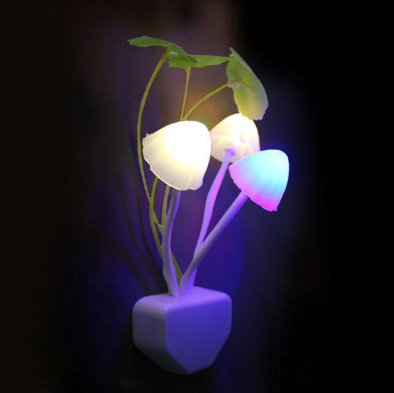 2018 New 4pcs EU & US Mushroom Fungus Night Light Plug Light Sensor 220V 3 LED Colorful Mushroom Lamp Led Night Lights