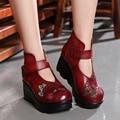 Nova Chegada 2017 Mulheres Da Moda Outono Botas de Couro Genuíno Do Vintage Feitos À Mão Flor Bordada Botines Tornozelo Cunhas Sapatos Mulher