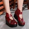 Nueva Llegada de 2017 Mujeres de La Manera del Otoño Botas de Cuero Genuino Hecha A Mano de La Vendimia Bordada Flor Tobillo Botines Zapatos de Las Cuñas Mujer