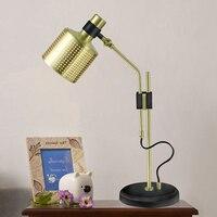 الذهب مصباح طاولة الحديثة غرفة المعيشة الإبداعية مصمم الاسكندنافية المعادن نوم السرير مصباح مكتب مصابيح بسيطة ZA81462
