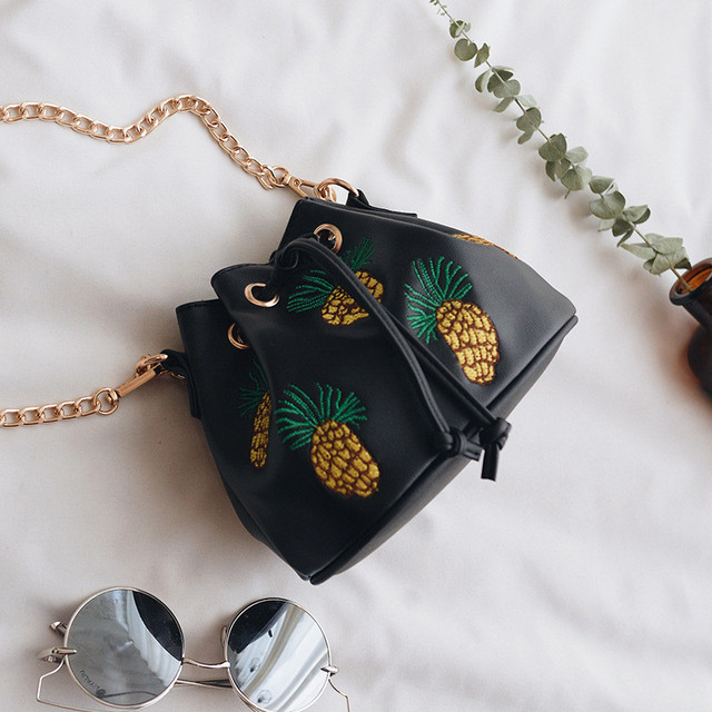 2017 Korean Version Of The Embroidery Pineapple Bucket Bag With a Female PackageFashion Chain Bag Shoulder Messenger Bag