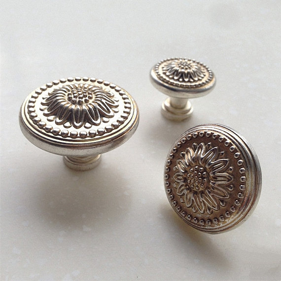 Antique Silver Flower Dresser Knobs Drawer Pulls Knobs Handles Cabinet Door Knobs Pull Handle Vintage Furniture Knob Hardware 5 drawer knobs pull handles dresser knob pulls handles antique black silver furniture hardware kitchen cabinet door handle pull