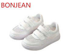 2018 сезон: весна–лето детская новая Корейская версия обувь, вдохнул мальчиков и девочек теннис мягкие днища обувь, детская обувь R22