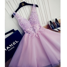 Sexy Prom Dress V Neck Sheer Party Dress Appliques Beading Fashion Homecoming Dress Handmade Flower Sleeveles Knee Length Dress