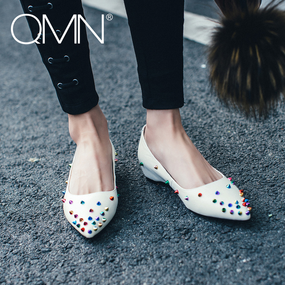 QMN women genuine leather ballet flats Women Colorful Rivets Embellished Slip On Leisure Shoes Woman Pointed Toe Flats 34-43 qmn women crystal embellished natural suede brogue shoes women square toe platform oxfords shoes woman genuine leather flats