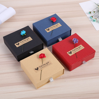 Four Colors Kraft Paper Drawer Jewelry Boxes With Sponge Necklace Pendant Bracelet Box Rose Flower Jewelry Display недорого