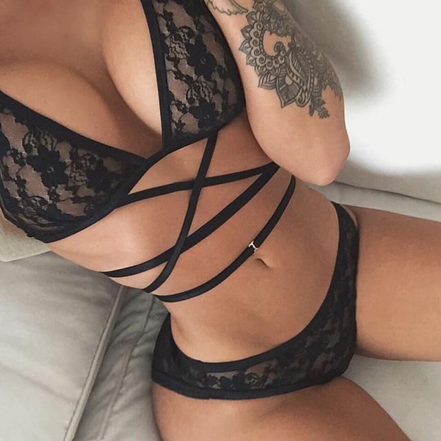 סקסי הלבשה תחתונה חזיית סט שקוף Wirefree תחרה צלב חגורת חלול חזייה אינטימי גבירותיי הלבשה תחתונה סט תחרת חזייה ותחתוני סט שחור