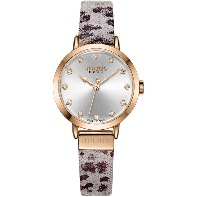 Elegant Watch With Leopard Print Strap