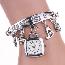 Women Watch Ladies Fashion Love Rhinestone Chain Design Round Dial Bracelet Watch Mujor Quartz Wrist Watch Square Female Relojes