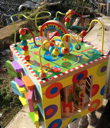 Cuentas de madera alrededor del grano juegan para los niños de educación inicial cofre del tesoro 1-2-3 años de edad andador regalo