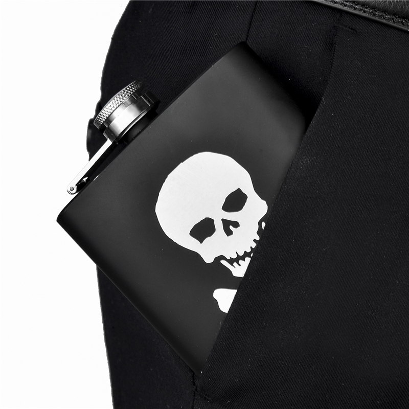 1pc Alcohol Hip Flask 8oz Skull Leak Proof Stainless Steel Pocket Flask Fashion Black Mini Flasks Camp Outdoor Portable Whiskey Bottle Gift for Men