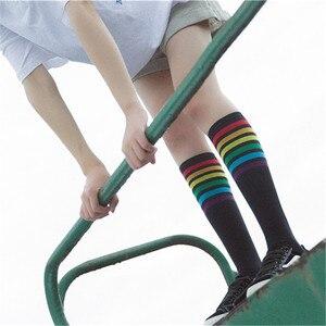 Image 2 - נשים אופנה הגעה חדשות גרבי כותנה קשת הפסים תבנית רטרו חידוש חמוד שחור לבן קוריאני בית ספר ישן מתחת לברך
