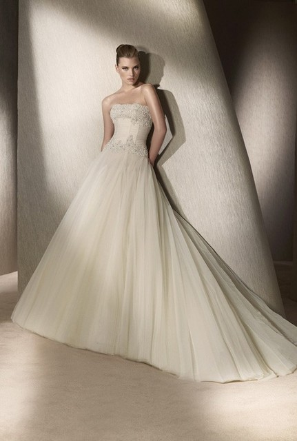 Beautiful German Strapless Lace and Tulle Ball Gown Wedding Dresses ...