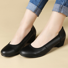 Spring new black mother shoes low – heeled soft bottom comfortable women 's round head shallow mouth hotel work shoes size 40 41