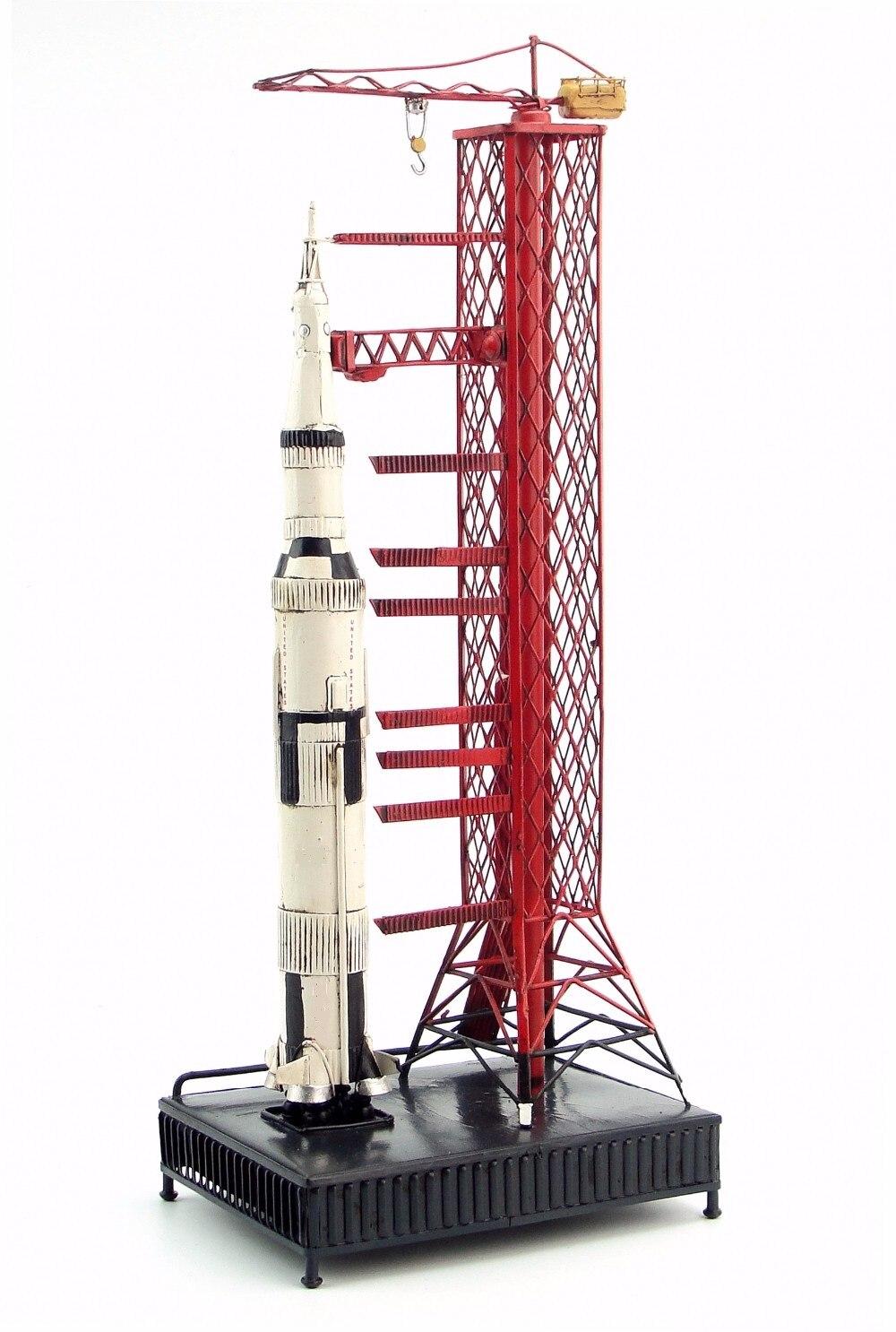 ทำหัตถกรรมเก่าโดยมือรุ่น Appollo Saturn 5 rocket retro คลาสสิกปลอมโลหะหัตถกรรมรุ่น ROCKET-ใน รูปแกะสลักและรูปจำลอง จาก บ้านและสวน บน   1