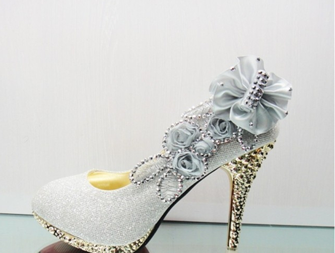 5c6041bcc9ca New Beautiful 4 color Silver Pink Red Golden Vogue lace Flowers Crystal  High Heels Wedding Bridal dancing party Shoes-in Women s Pumps from Shoes  on ...