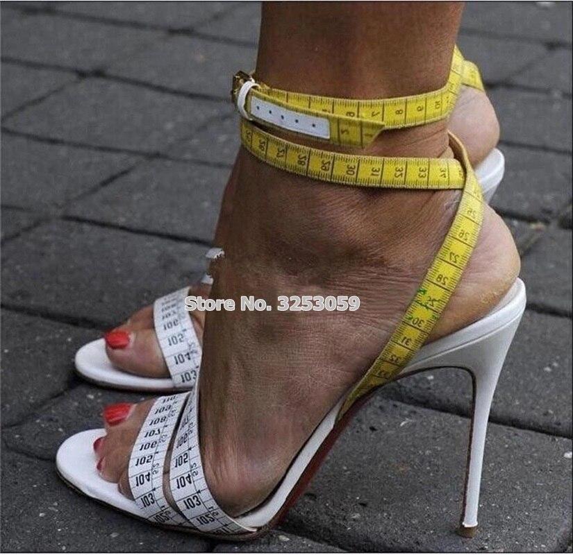 ALMUDENA Designer jaune blanc règle à talons hauts sandales talons aiguilles croix à lanières nombre imprimé chaussures Unique Banquet chaussures