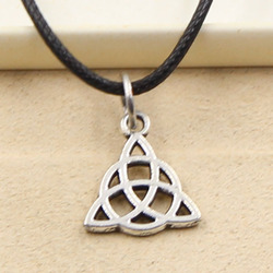 Fashion Irish Knot Amulet Talisman Necklace Pendant Women Jewelry Black Leather Punk Choker Leather Necklace Friendship Gift