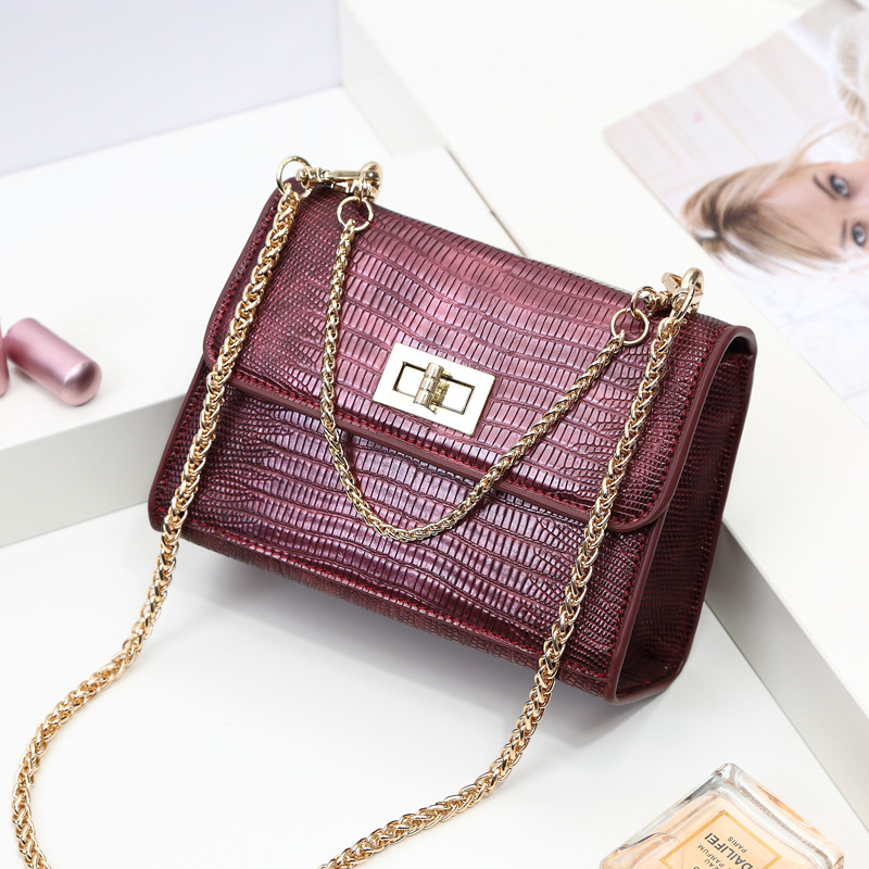 a05042091 Bolsa de Ombro Feminina em Couro Enjoei é Seu Material Microfibra Couro  Sintético Estilo Women's Shoulder Bag Formato Flap Estampa Listrado  Decoração Nenhum