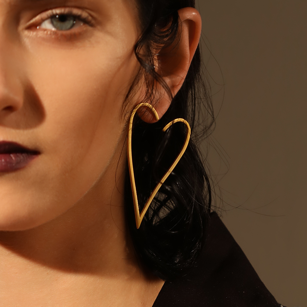 купить Enfashion Jewelry Geometric Big Heart Earrings Gold color Stainless steel Long Drop Earrings For Women Earings EB171037 по цене 603.82 рублей
