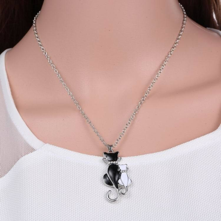 NEW LOVELY CAT PAW BLACK WHITE 2 CAT ON HEART CRYSTAL PENDANT NECKLACE-Cat Jewelry-Free Shipping NEW LOVELY CAT PAW BLACK WHITE 2 CAT ON HEART CRYSTAL PENDANT NECKLACE-Cat Jewelry-Free Shipping HTB132pHLFXXXXabXFXXq6xXFXXXY
