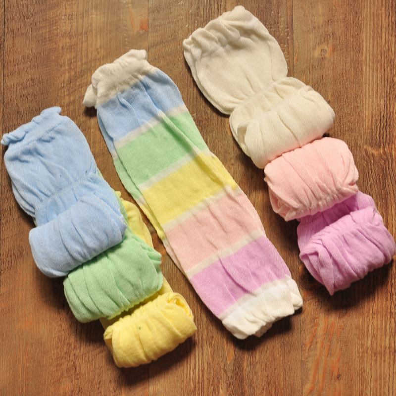Trumpette BABY BOY - GOLF SOCKS - Each pair of socks has one sock with Golf Balls and the other with Golf Tees! Socks have non skid on bottom. It's NEVER too early to start golfing! These are Imported Browse Related. Baby Shoes. Baby Clothes. Baby Hats. Baby Leggings. Baby Tights.