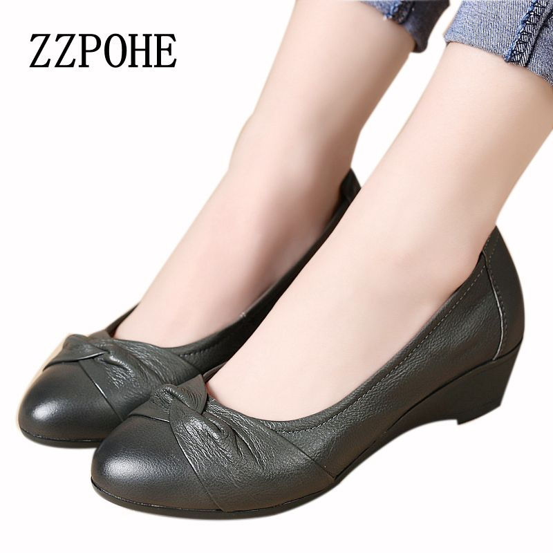Leather soft end fashion mother shoes in the elderly slope with the female comfortable work shoes