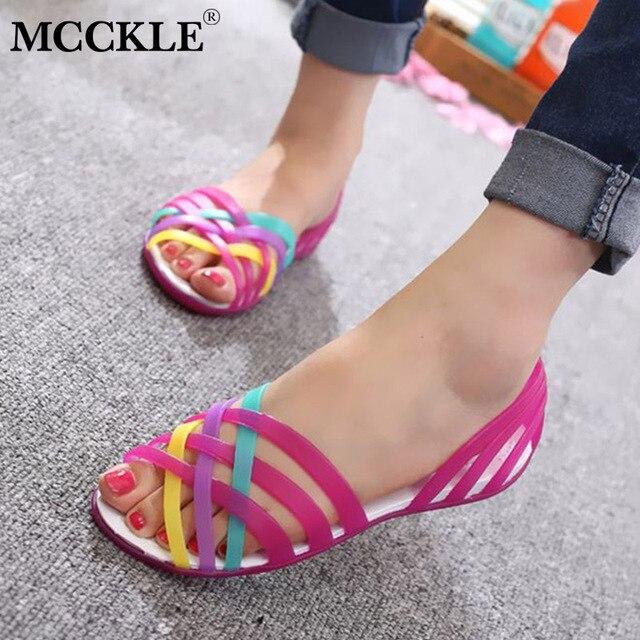 MCCKLE Kadın Jöle Ayakkabı Gökkuşağı Yaz Sandalet Kadın Düz Ayakkabı Rahat Bayanlar Üzerinde Kayma Kadın Şeker Renk Peep Toe plaj ayakkabısı