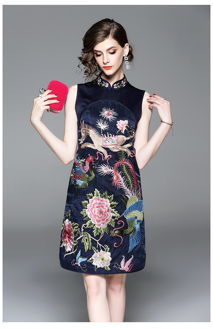 Autumn New Fashion Original Design Chinese Style Peacock Embroidered Big Size Cheongsam Sleeveless Dress With Silk For Women