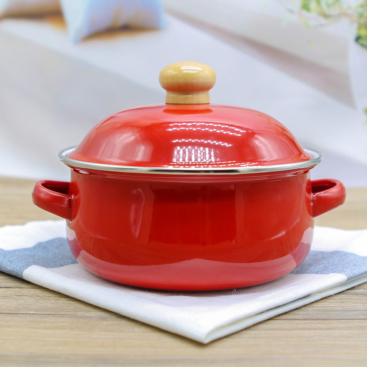 Special Offer Japanese 18cm 1.5L Enamel Tomato Soup Pot Containing Fresh Cover Gas Induction Cooker Can Be Used Free Shipping