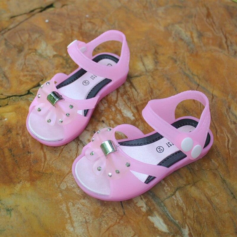 360bf6bf9ff5a 2017 Verão Novas Crianças Meninas Borboleta Sandálias de Praia Sandálias Da  Geléia Sapatas Dos Miúdos Bonitos Do Bebê Meninas Sandálias E Chinelos  resultado