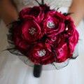 Рубиново-красный Свадебный Брошь Букет Ручной Работы Ткани Органзы и Черное Перо Свадебный букет Вино красная Роза Невесты ткань Букеты