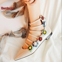 Europe Style 2017 Spring Summer New Women Shoes Fashion Flowers Flats Pointed Toe Patent Leather Shallow Single Shoes Sandals