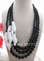Onyx&White Stone Flower Necklace