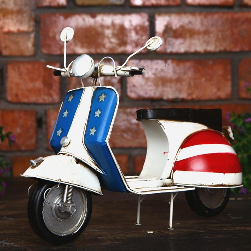 Keren Besi Sepeda Motor Biru Dan Merah Sepeda Motor Vespa Hiasan