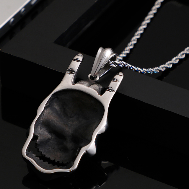 STAINLESS STEEL SKULL ROCKER NECKLACE