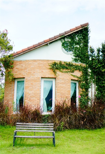 Laeacco Einzigartige Ziegel Haus Fenster Holz Bank Rasen Fotografie