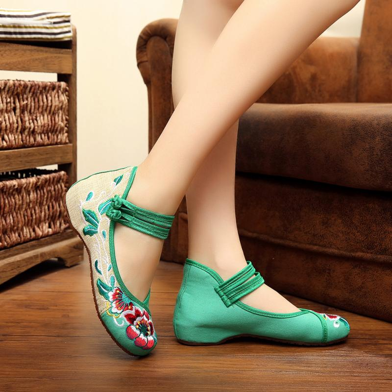 Big Size 35-40 Woman Flat Shoes Flower Embroidery Shoes Women Chinese Old Peking Casual Cloth Mary Jane Dancing Shoes