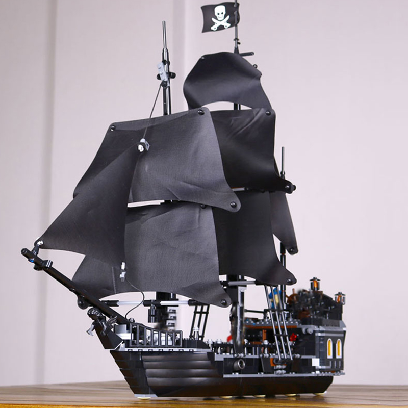 804Pcs LEPIN 16006 Pirates Of The Caribbean The Black Pearl Ship Model Building Kit Blocks BricksToy Compatible 4184 lepin 16006 804pcs pirates of the caribbean black pearl building blocks bricks set the figures compatible with lifee toys gift
